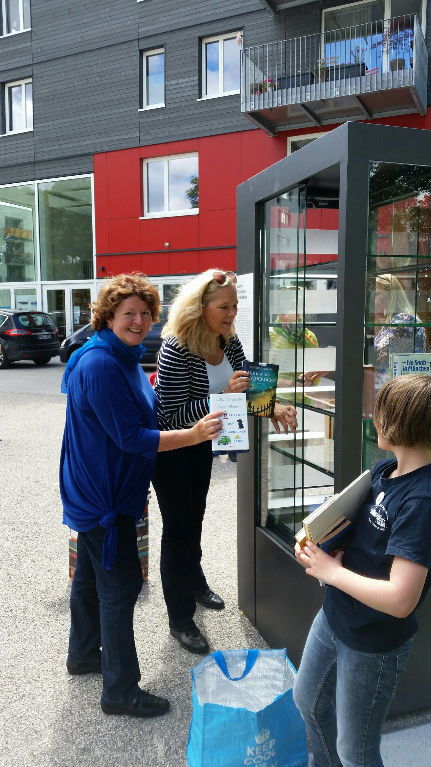 01.07.2017 Bücherschrank am Ackermannbogen